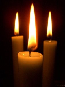 3-lit-candles-711128